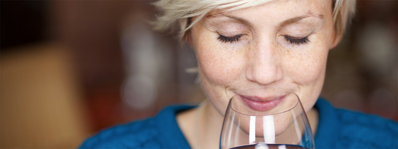 Learn How To Smell Wine. Guide To Sniffing Wine.