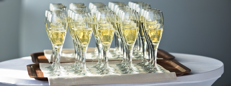 Learn About Sparkling Wines Like Champagne & Cava
