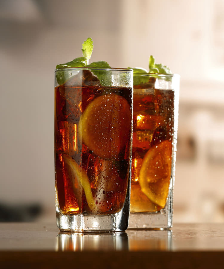 The Best Cocktails to Order at a Basic Wedding Bar Long Island Iced Tea
