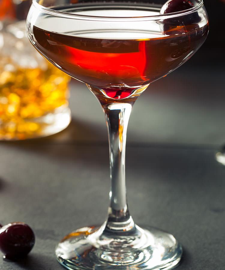 The Best Cocktails to Order at a Basic Wedding Bar Manhattan