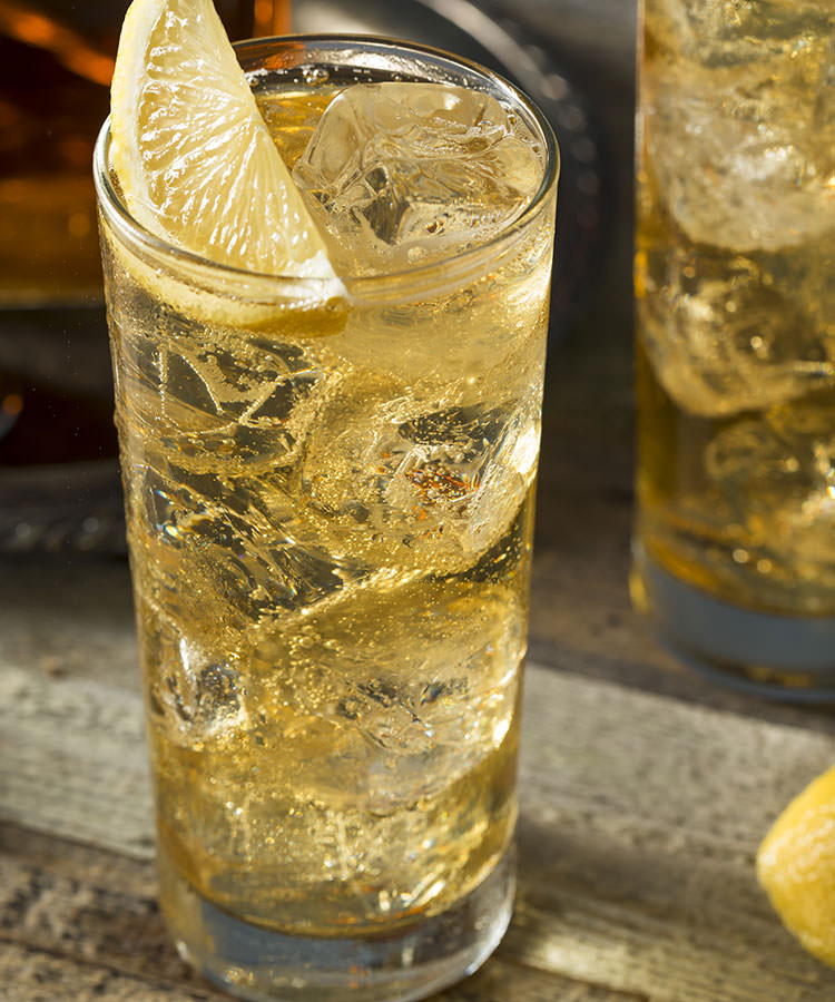 The Best Cocktails to Order at a Basic Wedding Bar Whiskey Ginger