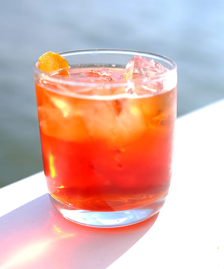 batch negroni is the memorial day batch cocktail you should be making negroni