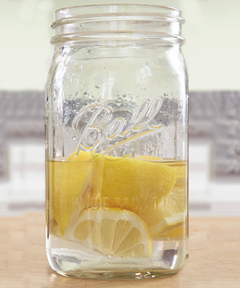 Here's how to use lemon to infuse vodka
