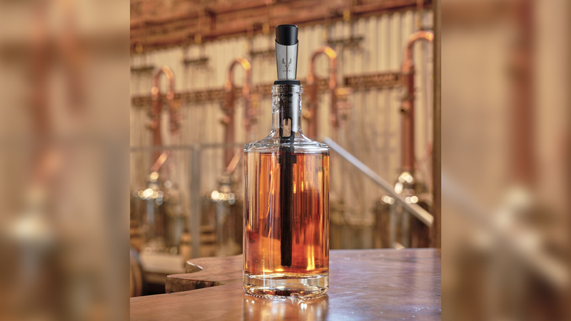 Give Your Cocktails a Personal Touch With This Barrel-Less Oak Aging Kit