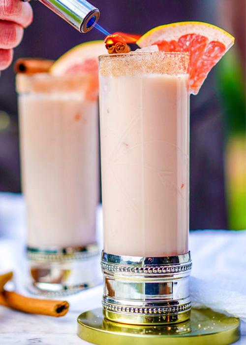 El Coconut Margarita es uno de los mejores cócteles highball de tequila para el verano.