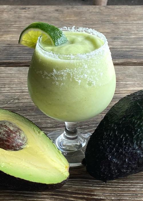 El marg de aguacate congelado es una de las mejores bebidas congeladas de este verano.